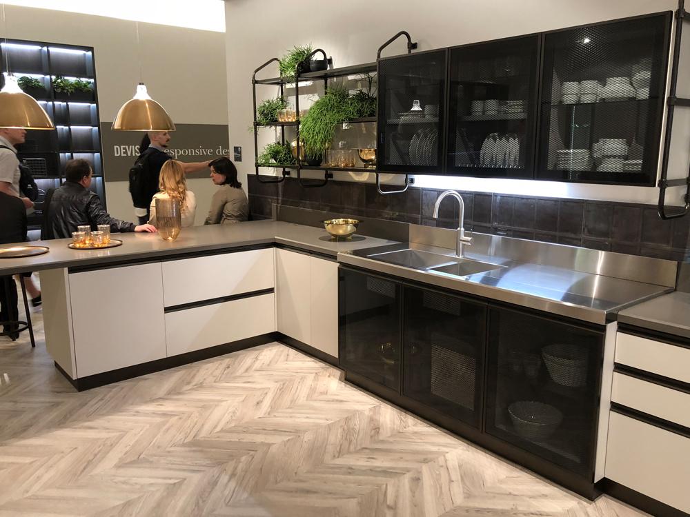 Max&Moris Eurocucina - moderne kuhinje u mat dekoru, inoxu i staklu