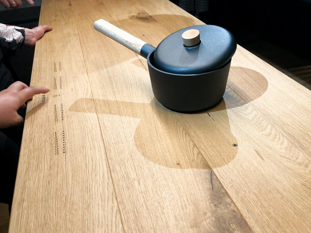 Max&Moris na Eurocucini - kuhinjska radna ploča s integriranom pločom štednjaka