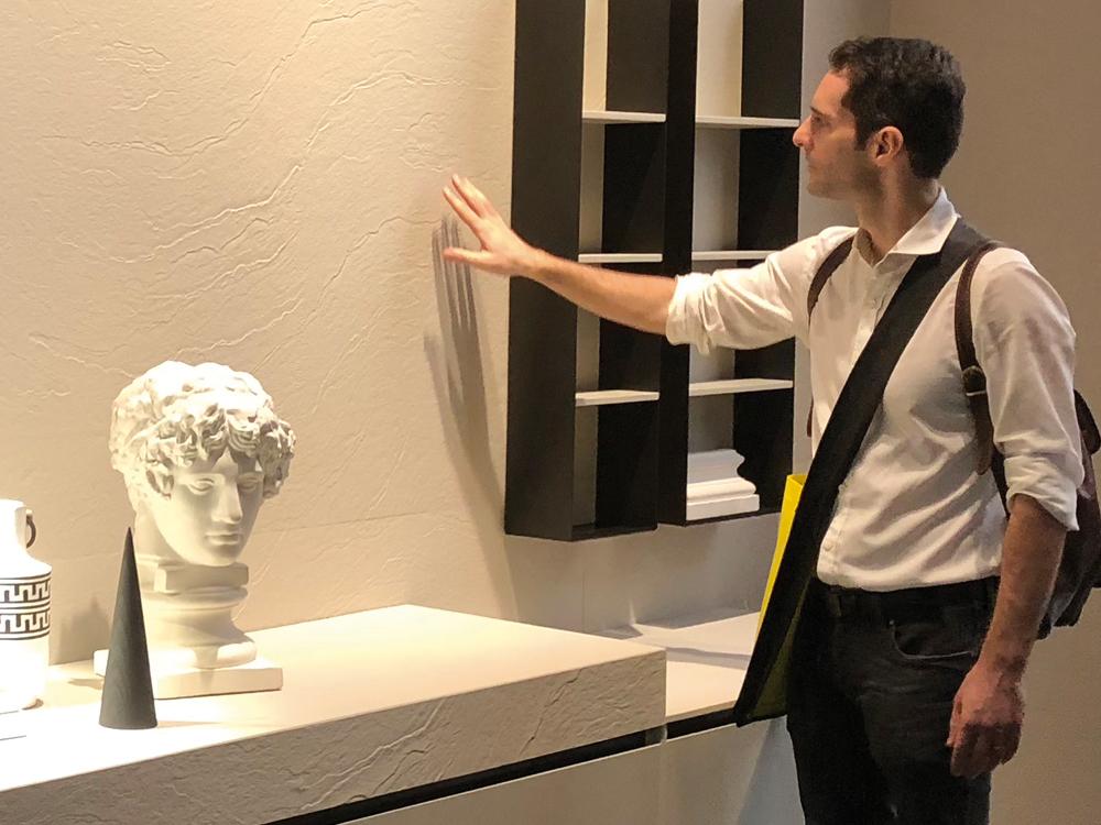 Salone del Mobile - strukture na zidovima daju posebnu čar